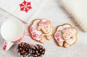 Christmas gingerbread sheep with cup of milk — Stock Photo