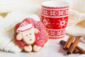 Red Christmas gingerbread sheep with cup of milk — Stock Photo