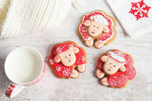 Christmas gingerbread sheep with cup of milk — Stock fotografie