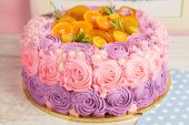 Pink and purple cream cake — Stock fotografie