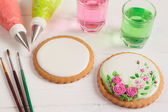 Empty icing cookie prepared for decorating — Stock Photo