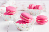 Ink raspberry macaroons on white wooden background — Stock Photo