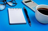 Notepad with coffee cup — Stock Photo