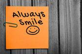 Πάντα να χαμογελούν λέξη — Φωτογραφία Αρχείου