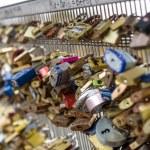 PARIS, FRANCE - NOVEMBER 17, 2014: Love Lockers fill The Pont de — Stock Photo #62448357