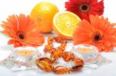 Still life with cheerful orange juicy oranges and flowers gerbera — Stock Photo