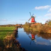Greetsiel, traditional Windmill — Stock Photo