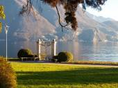 Old gate for access to the lake — Stockfoto