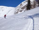 Walking man into the snow — Stock Photo