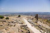 土耳其。别迦摩雅典卫城与古遗址的考古遗址的视图 — 图库照片