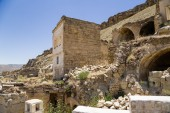 """Urgup, Turkey. Ruins """"facades"""" of the abandoned """"cave houses"""" — Stock Photo"""