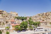 CAPPADOCIA, TURKEY - JUN 25, 2014: Photo of cityscape in the old Urgup town with a minaret — Stock Photo