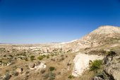 Turkey, Cappadocia. Mountain landscape in the vicinity of Cavusin stone outcrops (weathering posts) — Stock Photo