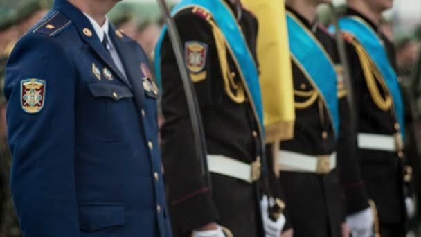 Military parade Ukraine in the rain — Vídeo de stock