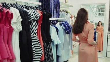 Young beautiful girl for example orange dress shop in the mirror — Stock Video