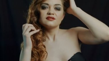 Beauty video portrait of young girl with chestnut head, pouty lips with natural lipstick, gap in teeth and curls falling on her eye with face turned up  and breathing with open lips — Stock Video