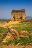 Old temple ever underwater, Sangkhlaburi, Kanchanaburi — Stock Photo
