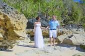 Loving Wedding Couple on Ocean Coastline. — Zdjęcie stockowe