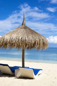 Ocean Coastline with Sun Umbrella. — Stock Photo