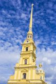 The Peter and Paul cathedral in Peter and Paul fortress.St. Pete — Stock Photo