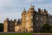 Three quarter view of the Palace of Holyroodhouse in Edinburgh,  — Stock Photo