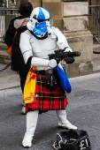 Street performer disguised as a kilted Star Wars stormtrooper — Stock Photo
