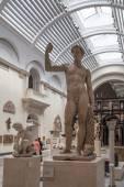 Londýn, Velká Británie - srpen 24, 2014: victoria a albert muzeum. v & muzeum je největší muzeum na světě dekorativní umění a designu. — Stock fotografie