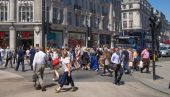 LONDON, UK - JULY 29, 2014: Regent street in London, tourists and busses — Foto Stock