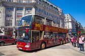 LONDON, UK - JULY 29, 2014: Regent street in London, tourists and busses — Stock fotografie
