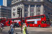 LONDON, UK - JULY 29, 2014: Regent street in London, tourists and busses — Foto de Stock