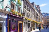 Londres, reino unido - 22 de julio de 2014: reyes san va en paralelo a la calle regente. famoso centro comercial y restaurantes aria — Foto de Stock