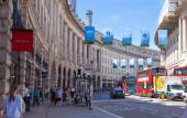 LONDON, UK - 22 JULY, 2014: Regent street named after Prince Regent, completed in 1825. Famous tourist destination and shopping point in London — Stockfoto