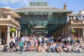 LONDON, UK - 22 JULY, 2014: Covent Garden market, one of the main tourist attractions in London, known as restaurants, pubs, market stalls, shops and public entertaining. — Stok fotoğraf