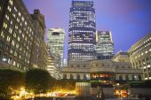 LONDON, UK - JUNE 14, 2014: Canary Wharf at dusk, Famous skyscrapers of London's financial district at twilight. — Stok fotoğraf