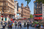 LONDON, UK - SEPTEMBER 30, 2014: Leicester square, popular place with cinemas, cafes and restaurants — Stockfoto