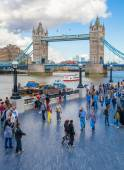 LONDON, UK - AUGUST 16, 2014: Tower bridge and river Thames South bank walk. — Stock Photo