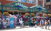 LONDON, UK - 22 JULY, 2014: Souvenirs shops in  Covent Garden market, one of the main tourist attractions in London, known as restaurants, pubs, market stalls, shops and public entertaining. — Stock Photo