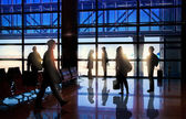 Silhouettes of Business People in the Airport — Zdjęcie stockowe