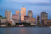 LONDON, UK - OCTOBER 17, 2014: Canary Wharf business and banking district night lights — Stock Photo