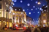 Noir week-end vendredi à Londres la première vente avant Noël. Oxford treet joliment décoré avec des lumières de Noël. Les routes étaient ouvertes aux piétons uniquement — Photo