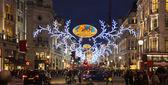 Londyn, Uk - 30 listopada 2014: Black Friday weekend w Londynie pierwszej sprzedaży przed świętami Bożego Narodzenia. Regent ulica pięknie ozdobione światła Bożego Narodzenia. Drogi były otwarte dla pieszych tylko — Zdjęcie stockowe