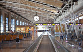 Interior of Madrid airport, departure waiting aria — Foto de Stock