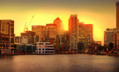 London sunset. Canary Wharf view from the Millwall dock — Stock Photo