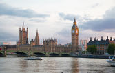 Big Ben and houses of Parliament in dusk — Stock Photo