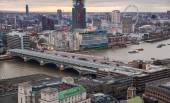 London bridge and river Thames panoramic view in sun set. View from the St. Paul cathedral — 图库照片