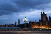 ビッグ ベンと夜、ロンドンの議会の家 — ストック写真