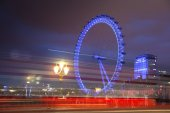 London eye in the night and south bank of river Thames, famous London's walk and tourist destination — Stock Photo