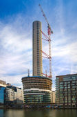 Building site on in the Canary Wharf. 46 level residence tower going to be the tallest resident unit in London — Stock Photo