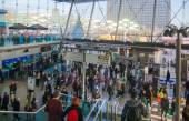 Stratford international train and tube station, one of the biggest transport junction of London and UK. Main hall with lots of people — Stock Photo