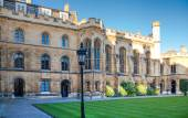CAMBRIDGE, UK - JANUARY 18, 2015: Clare college inner yard view — Stock Photo